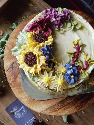 Sweet Blossom - Native Flower Cake - This beautiful cake adorned with Australian native flowers including, Bluebells, Sturt Desert Pea, Kanagroo Paw, Daisies and Tea Tree Blossoms