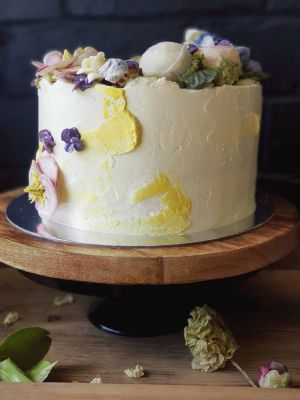 Sweet Blossom Cake with roses, peonies, corn blossom and side flowers